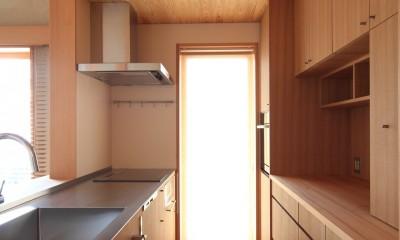 自然の恵みと暮らす家~老後を穏やかに暮らす家~ (キッチン)