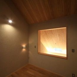 自然の恵みと暮らす家 (寝室)