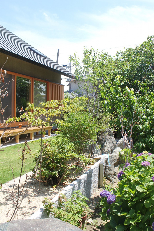 自然の恵みと暮らす家 (庭)