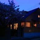 自然の恵みと暮らす家の写真 夕景