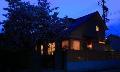 自然の恵みと暮らす家~老後を穏やかに暮らす家~ (夕景)
