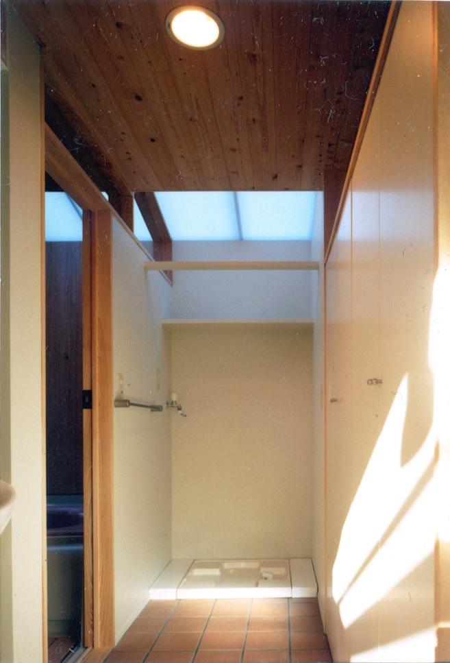 鉄と杉/Kaさんの家の部屋 2階洗面脱衣室