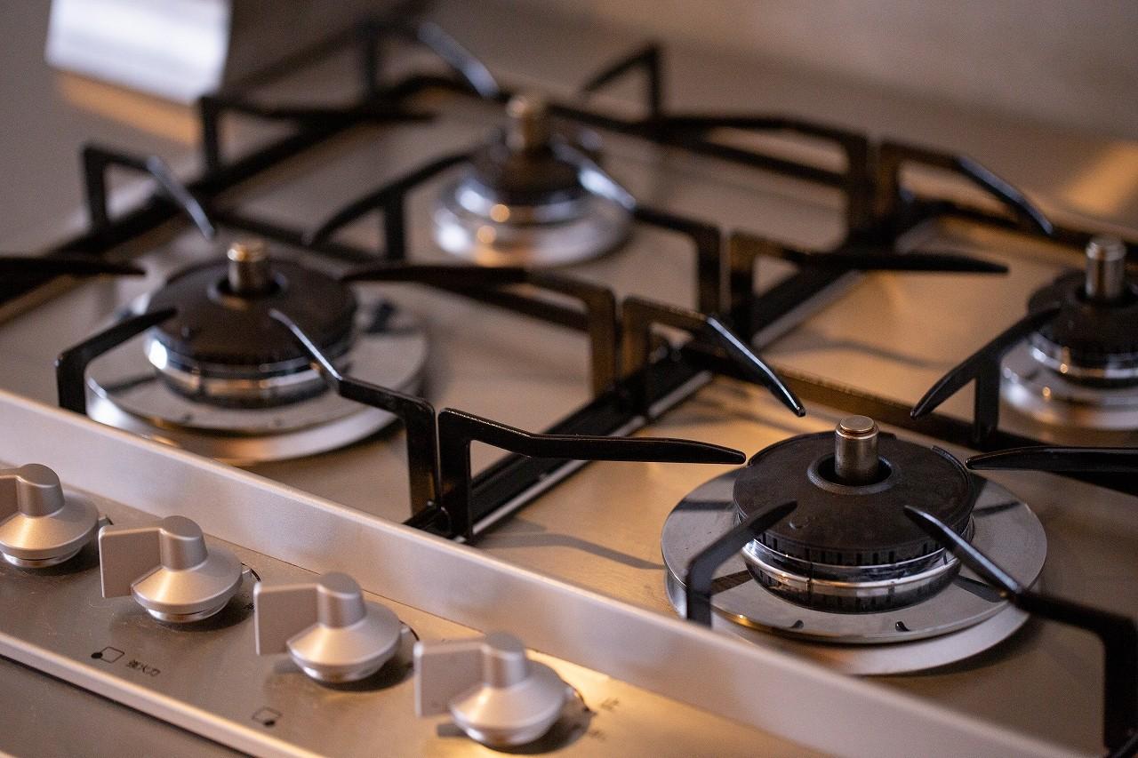 キッチン事例:4口ガスコンロ(slow~『衣・食・住』を自分らしく愉しむ住まい~)