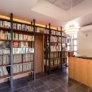 Madagasucar~大空間で贅沢アレコレ。鉄筋コンクリート造の戸建てリノベ~の写真 音楽室(右部:ターンテーブル、左部:2000枚のレコード収納)