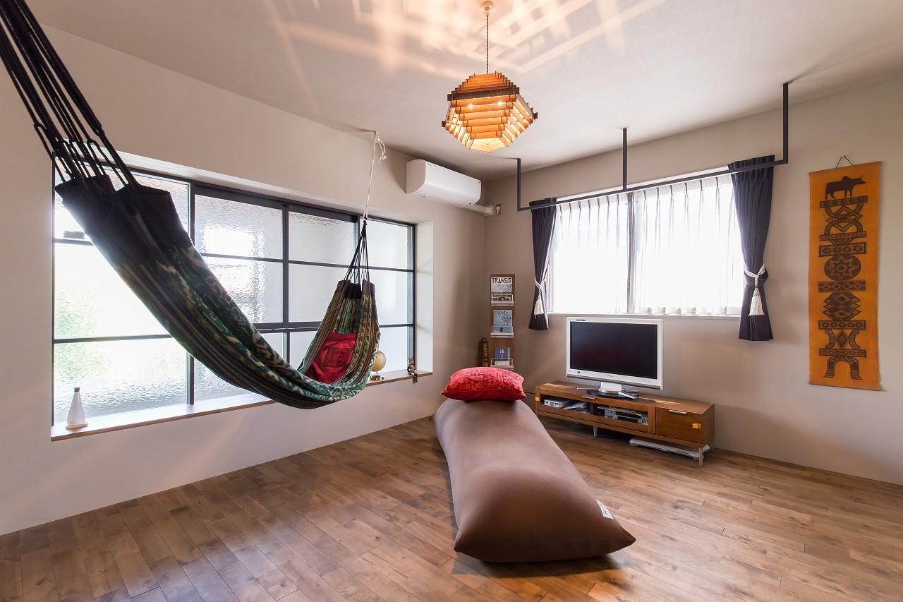 その他事例:趣味部屋&ハンモック(Madagasucar~大空間で贅沢アレコレ。鉄筋コンクリート造の戸建てリノベ~)