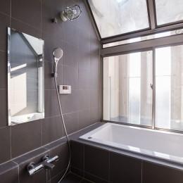 Madagasucar~大空間で贅沢アレコレ。鉄筋コンクリート造の戸建てリノベ~ (浴室)