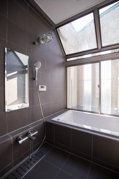 浴室 (Madagasucar~大空間で贅沢アレコレ。鉄筋コンクリート造の戸建てリノベ~)