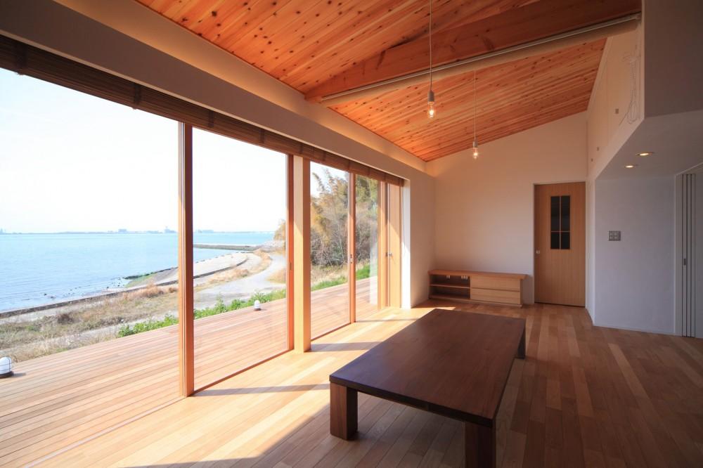 リビングダイニング (海の見える家~憧れの海での暮らしを実現!~)