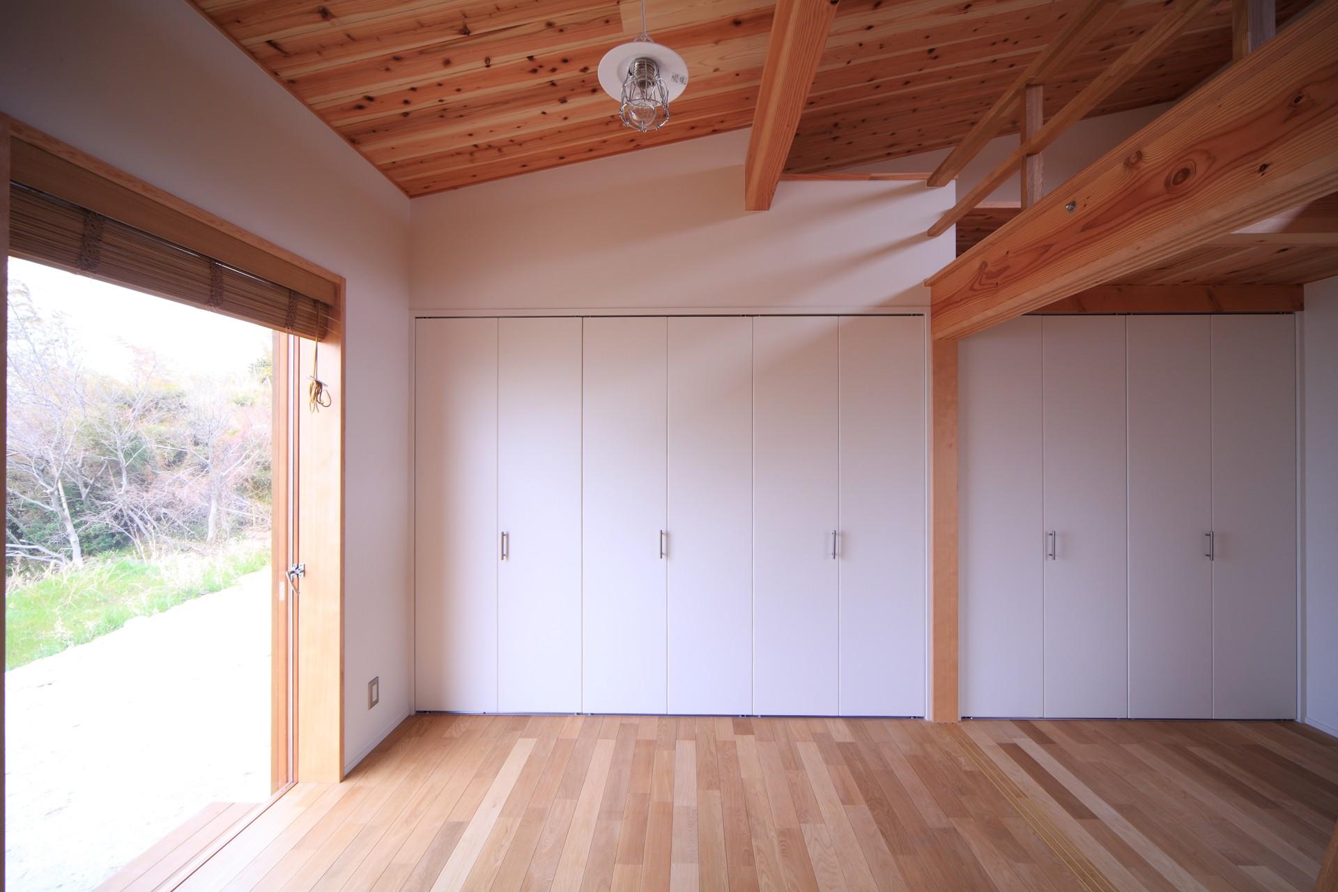 ベッドルーム事例:寝室(海の見える家)
