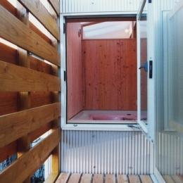 鉄と杉/Kaさんの家 (2階北側バルコニー)