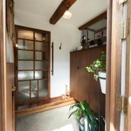 古民家移築のゲストルームを住宅に/歴梁 (玄関)