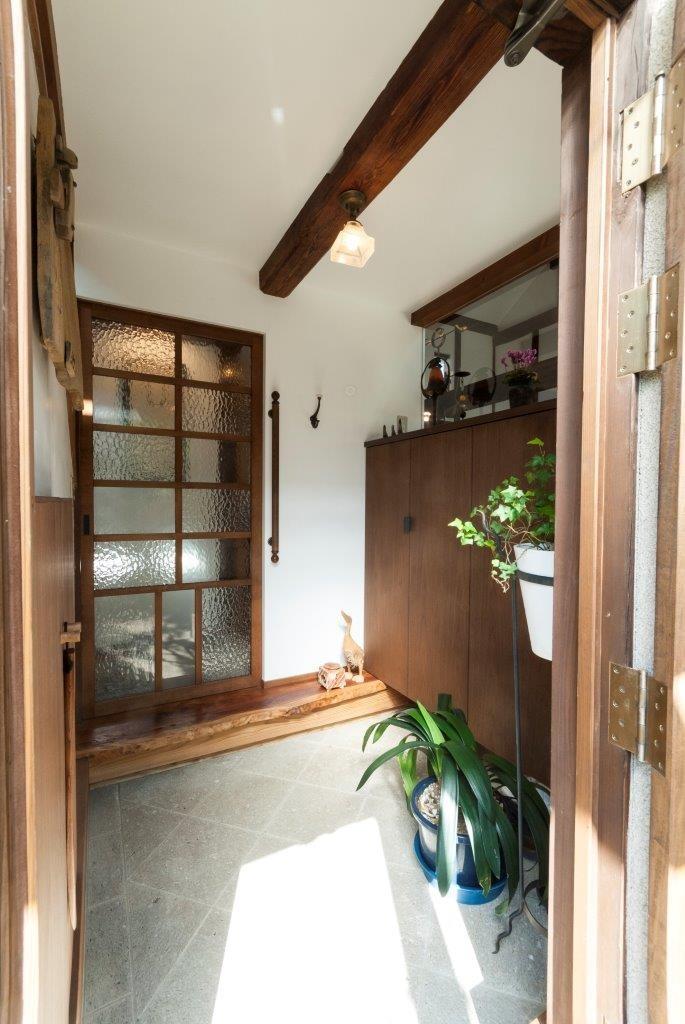 玄関事例:玄関(古民家移築のゲストルームを住宅に/歴梁)