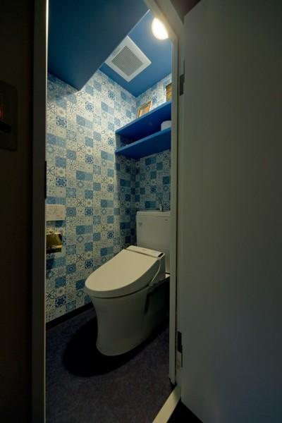 トイレ (世界を旅する家)