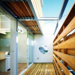 鉄と杉/Kaさんの家 (2階南側2層バルコニー)