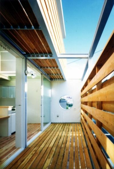 2階南側2層バルコニー (鉄と杉/Kaさんの家)