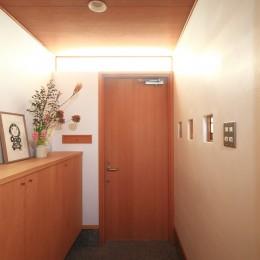 雑木林の小さな家~年月と共に味わいの増す家~ (玄関)