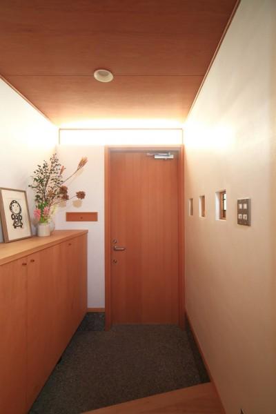 玄関 (雑木林の小さな家~年月と共に味わいの増す家~)