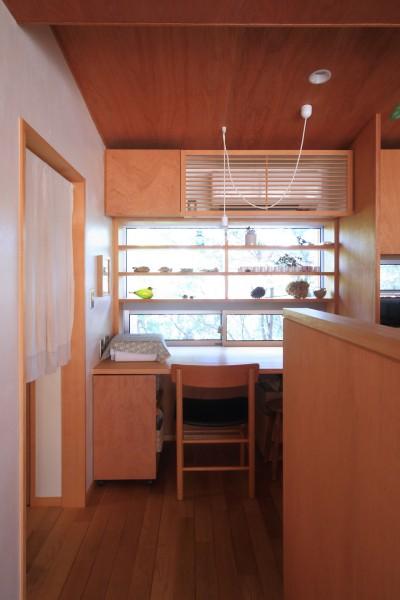 デスクコーナー (雑木林の小さな家~年月と共に味わいの増す家~)