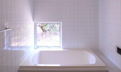 雑木林の小さな家~年月と共に味わいの増す家~ (浴室)