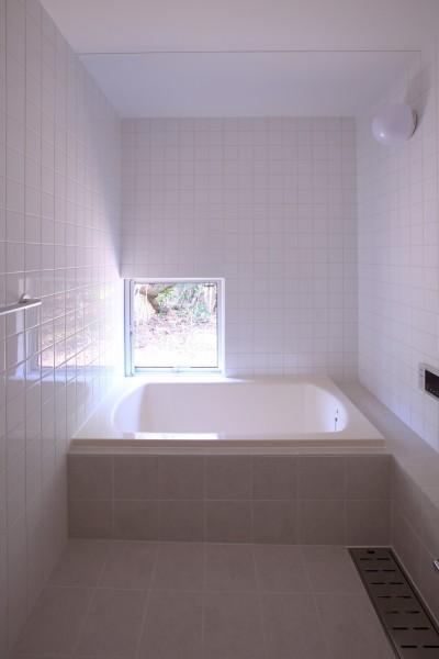 浴室 (雑木林の小さな家)