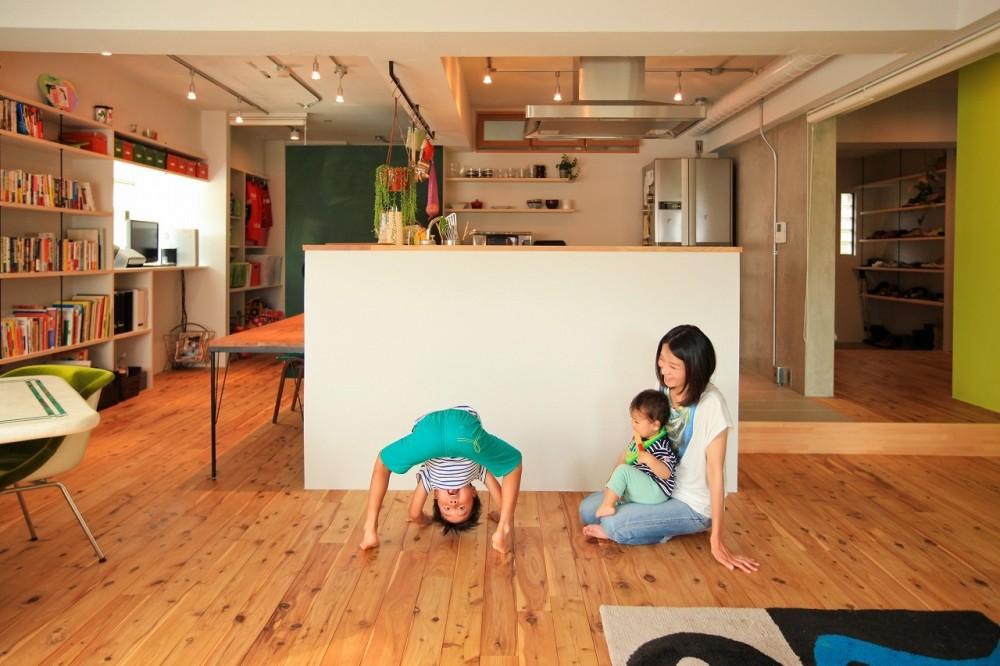 リビングダイニング (AME TO MUCHI~「あそび」と「まなび」が隣り合う、子供との毎日が楽しい住まい。~)