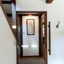 古民家移築のゲストルームを住宅に/歴梁の写真 玄関ホール