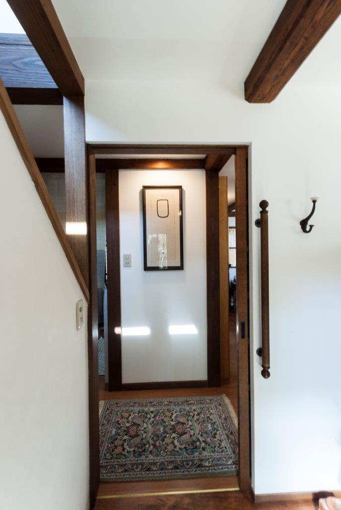玄関事例:玄関ホール(古民家移築のゲストルームを住宅に/歴梁)