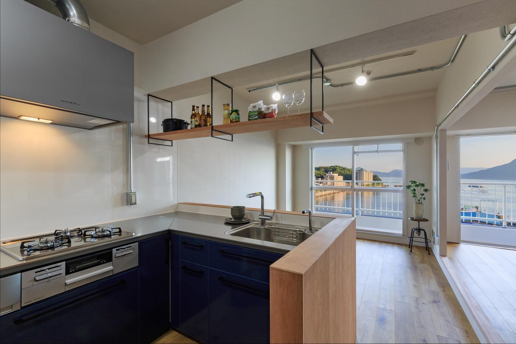 キッチン事例:LDK(海を眺めて暮らす家)