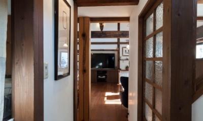 玄関ホール|古民家移築のゲストルームを住宅に/歴梁