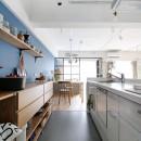ブルーグレーの映える北欧空間の写真 キッチン