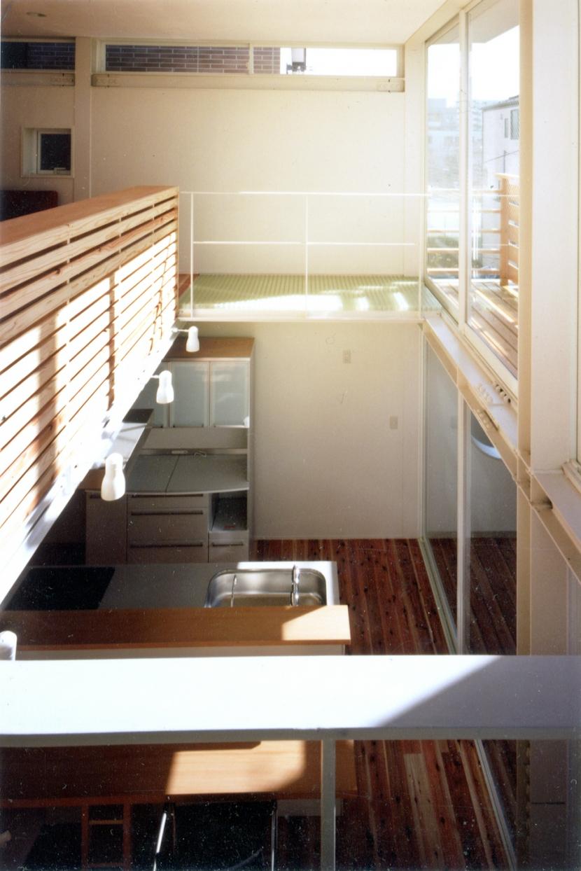 鉄と杉/Kaさんの家の部屋 リビング・ダイニング上部吹き抜け