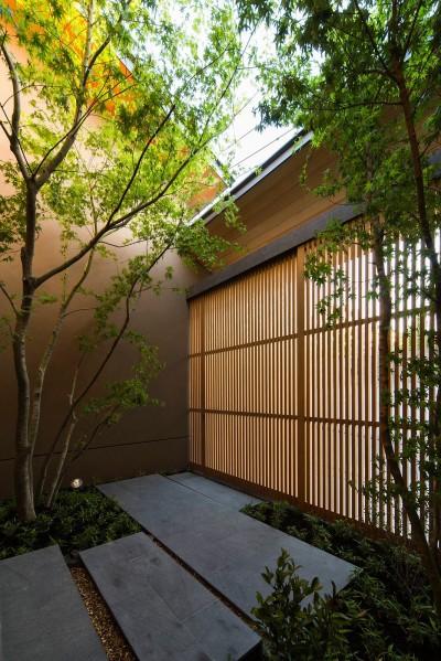 アプローチ (奈良の住宅)