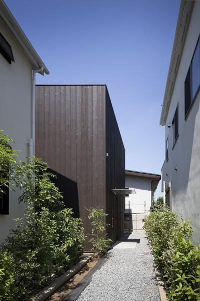 アプローチ (岡本の住宅)