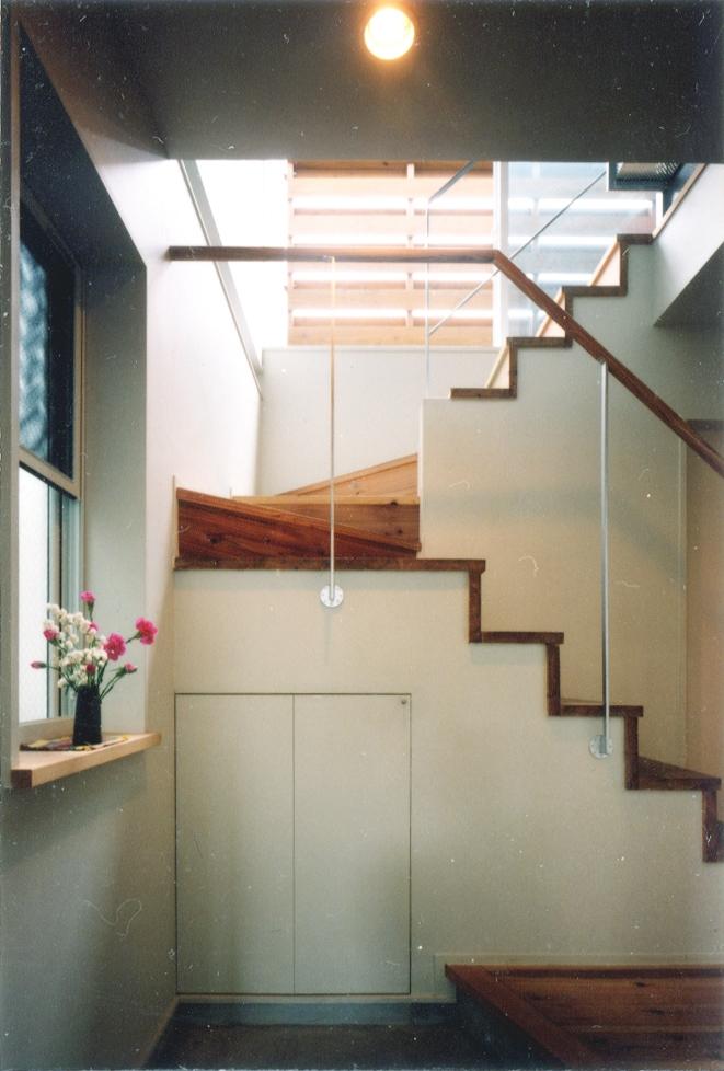 鉄と杉/Kaさんの家の部屋 1階玄関ホール