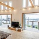 目の前の海風がよく入り、海を感じてのんびりとくつろげる家の写真 リビングからのオーシャンビュー