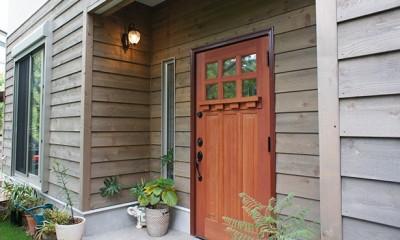四季を感じ暮らしを楽しむ家 (こだわりの木製玄関ドア)