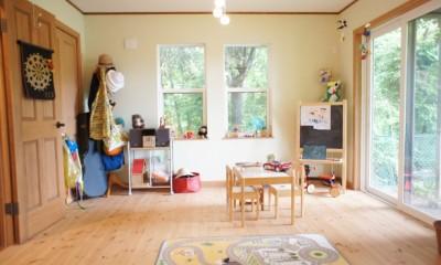 四季を感じ暮らしを楽しむ家 (光が差し込む子供部屋)