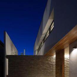 石壁の家 -内外の連続性をつくりだす石壁-