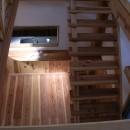 大阪府東大阪市O様 新築施工事例の写真 天然木の階段が存在感を