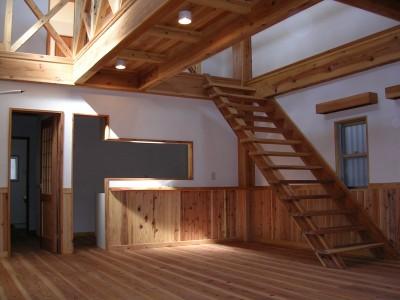 珪藻土の壁と木のスケルトン階段で明るく開放感がある空間に (大阪府東大阪市O様 新築施工事例)