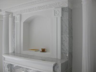 大理石の暖炉調の内装 (大阪市中央区マンション 内装リフォーム事例)