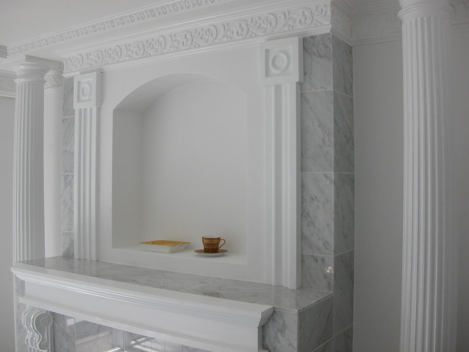 リビングダイニング事例:大理石の暖炉調の内装(大阪市中央区マンション 内装リフォーム事例)