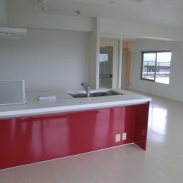 ビビットなカラーのキッチンが中心のマンションリフォーム