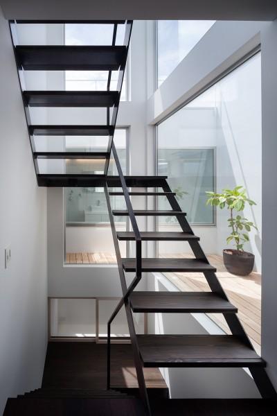 階段 (南烏山の住宅)
