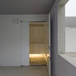 市川の住宅 (玄関)