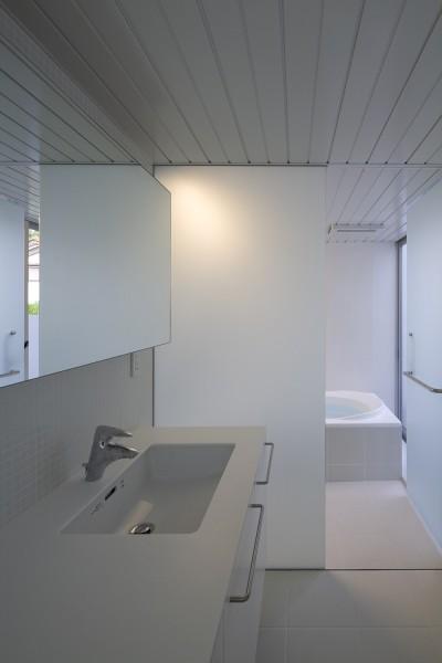 洗面脱衣室,浴室 (市川の住宅)