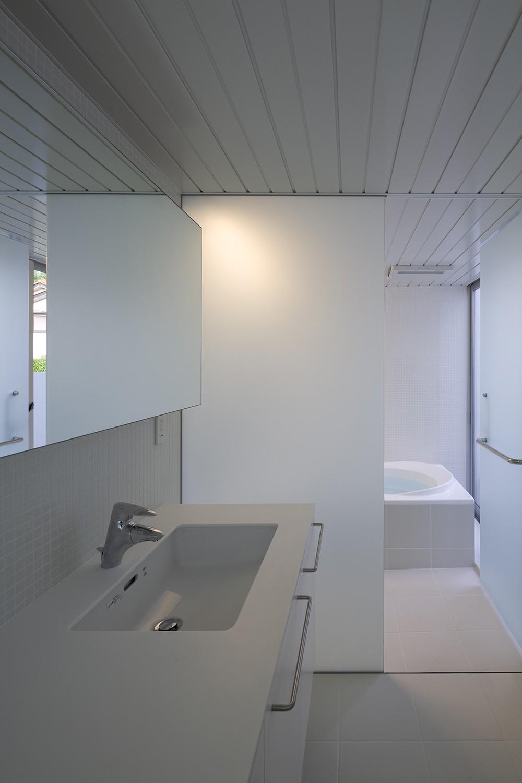 市川の住宅 (洗面脱衣室,浴室)