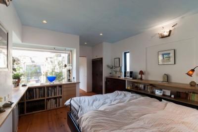 寝室 (古民家移築のゲストルームを住宅に/歴梁)