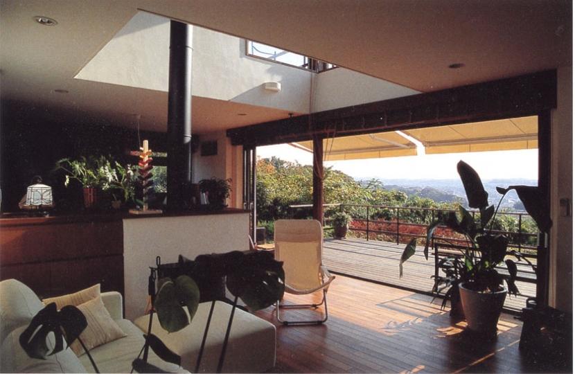 住まう楽しみ-100年住み継ぐ家の部屋 リビングからの眺望を楽しむ