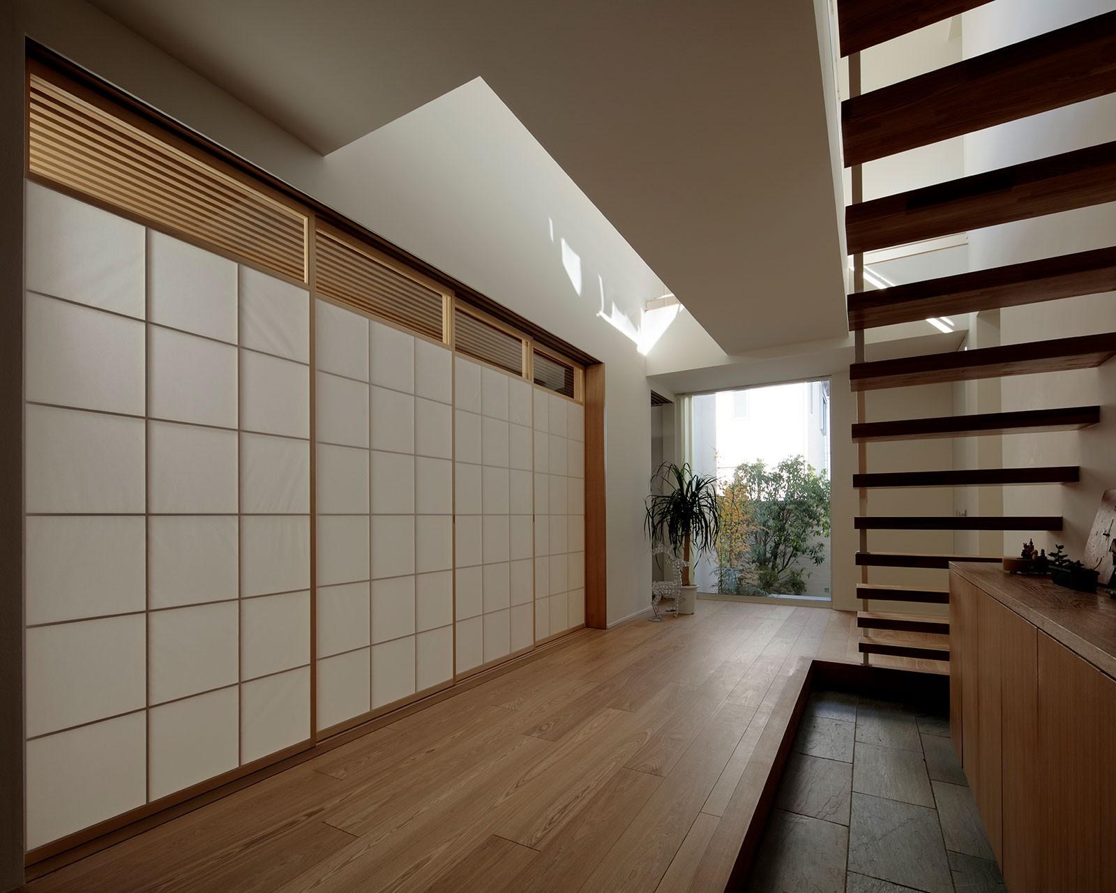 リビングダイニング事例:玄関・LDK・和室(分節と連続の家)